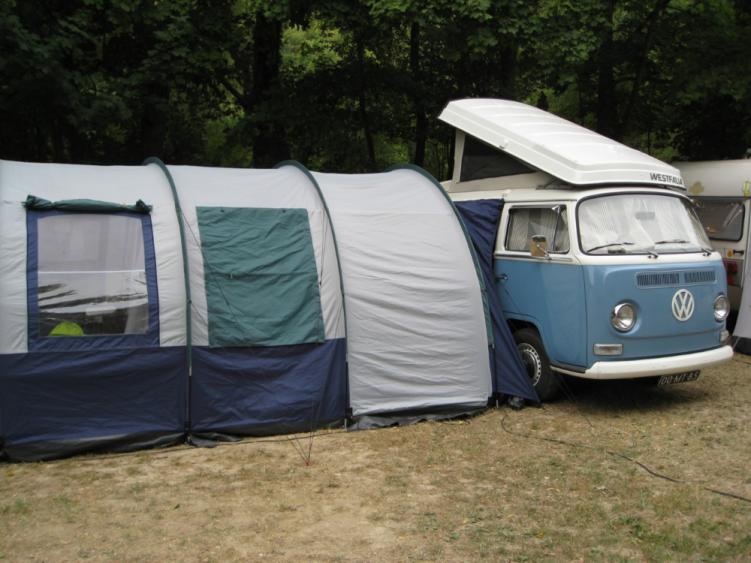 Tunneltent-Met-Volkswagen_camper