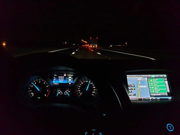 In-de nacht-rijden-Frankrijk